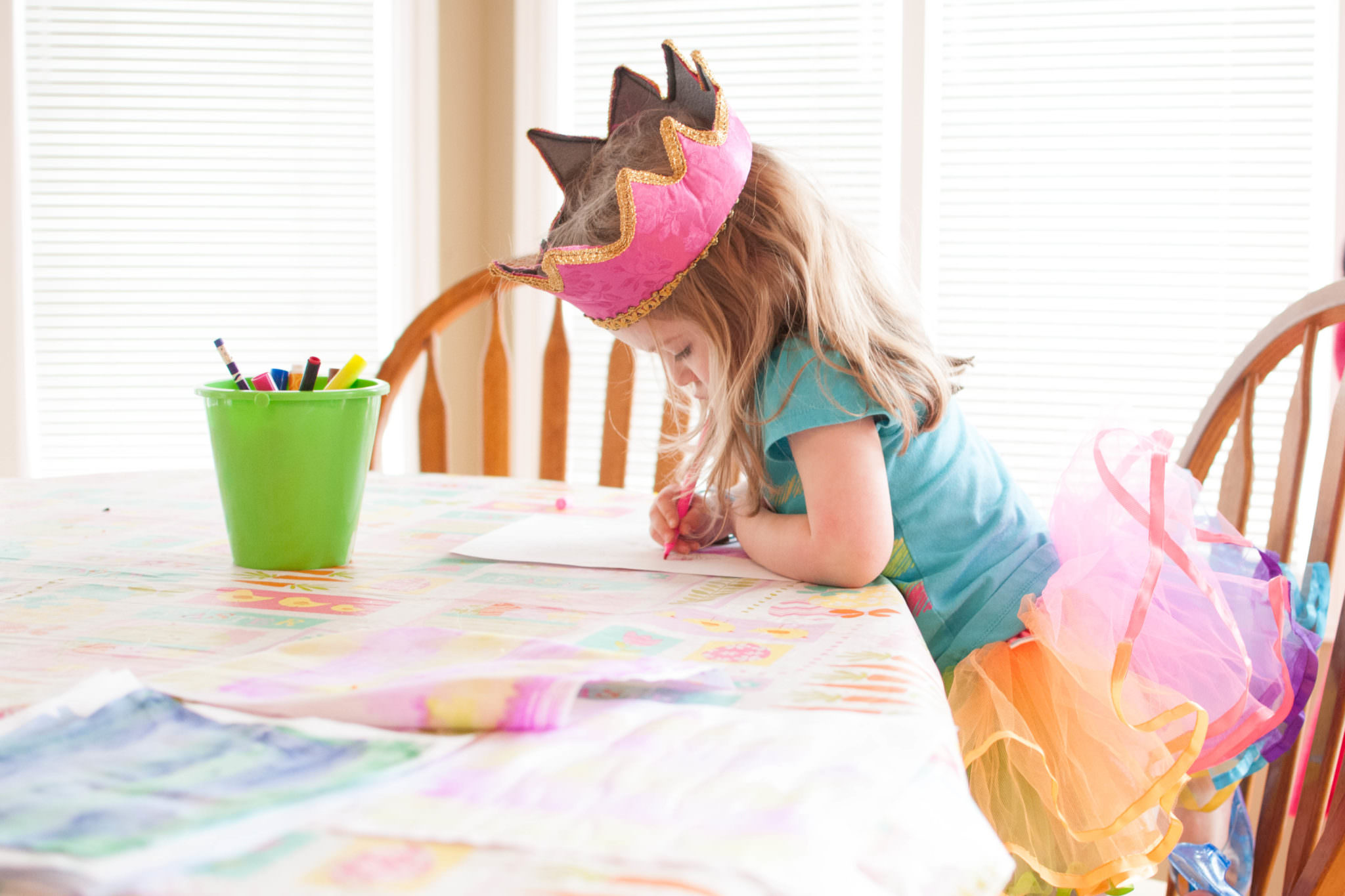 Girl wearing a crown coloring, Metro Detroit Toddler Photography