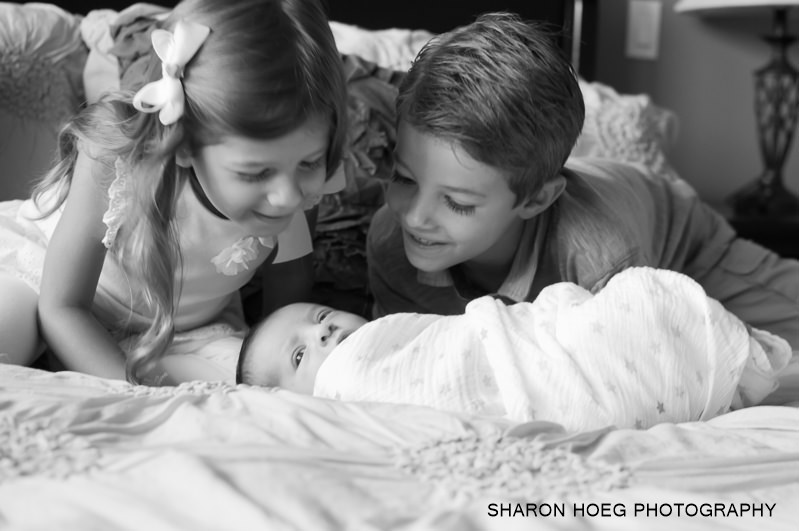 siblings with new baby brother, Northville Child Photographer
