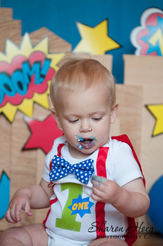 one-year-old boy eating frosting, Metro Detroit Child Portraits