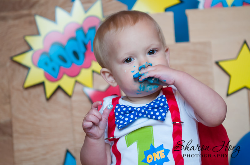 first birthday baby eating cake, Metro Detroit Child Photographer