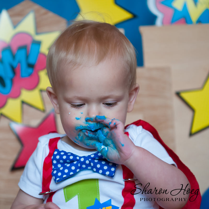one-year-old boy eating blue frosting, Livonia Child Photograper