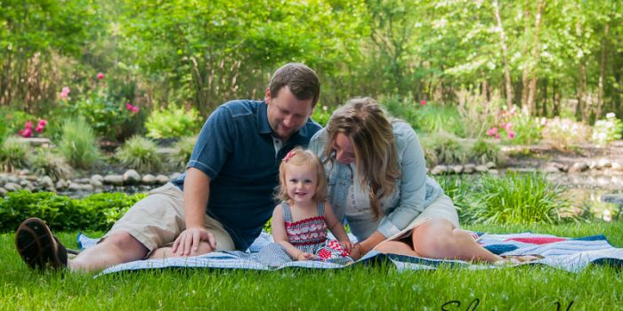 patriotic family sitting on a blanket, Northville Family Photographer