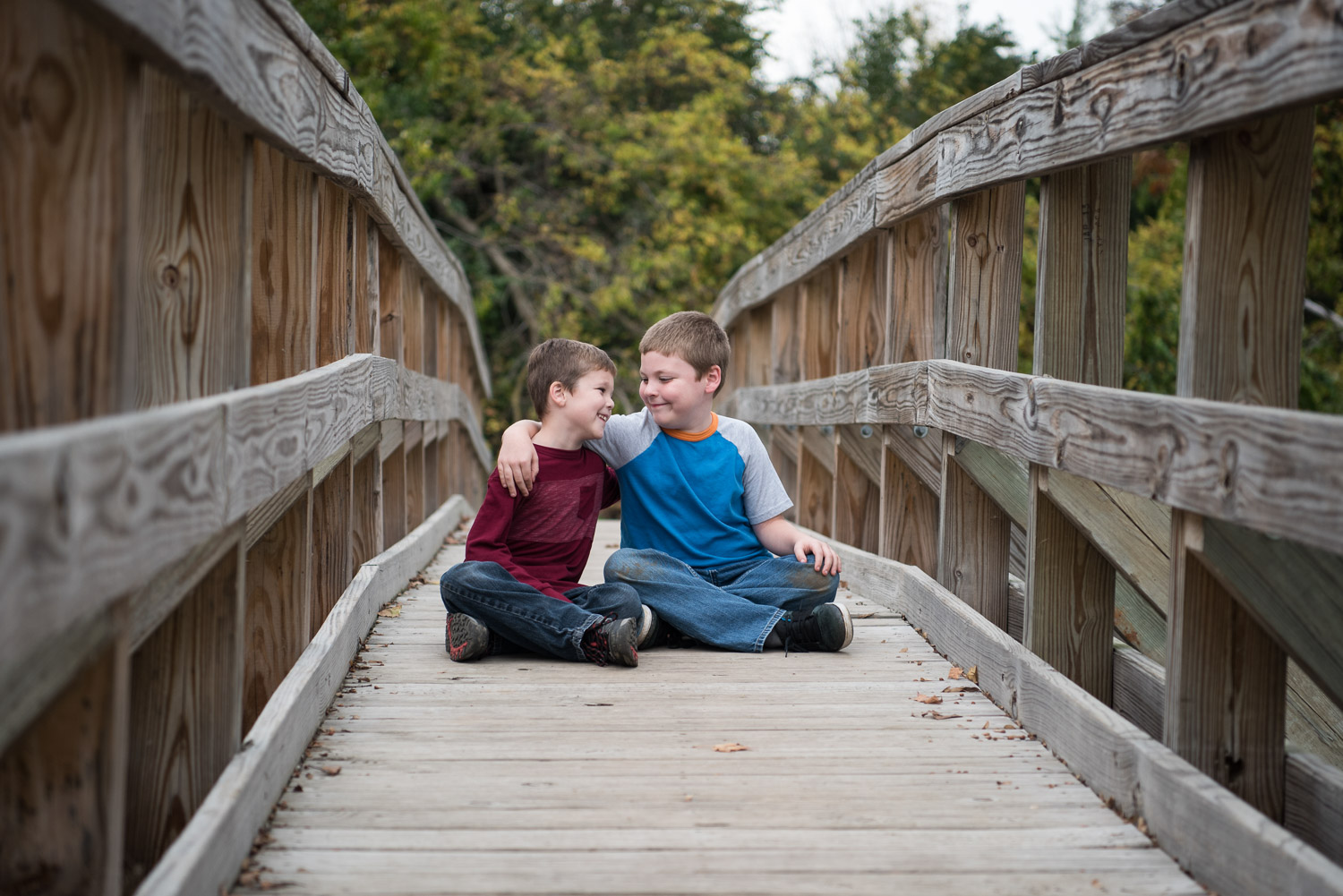 Northville MI Child Photographer, Brothers on a bridge